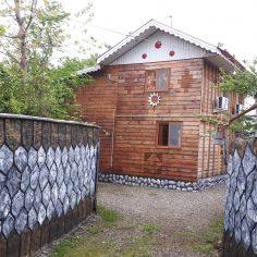 کد (01)-(کلبه امیر) – كلبه چوبی -فول امکانات نوساز-( ویژه-vip-سنتی بوم گردی)-باویویی استثنایی- سه خوابه-دوطبقه-دردل طبیعت-در روستا